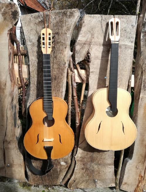 Links: fertiges Instrument, rechts: Instrument im Bau